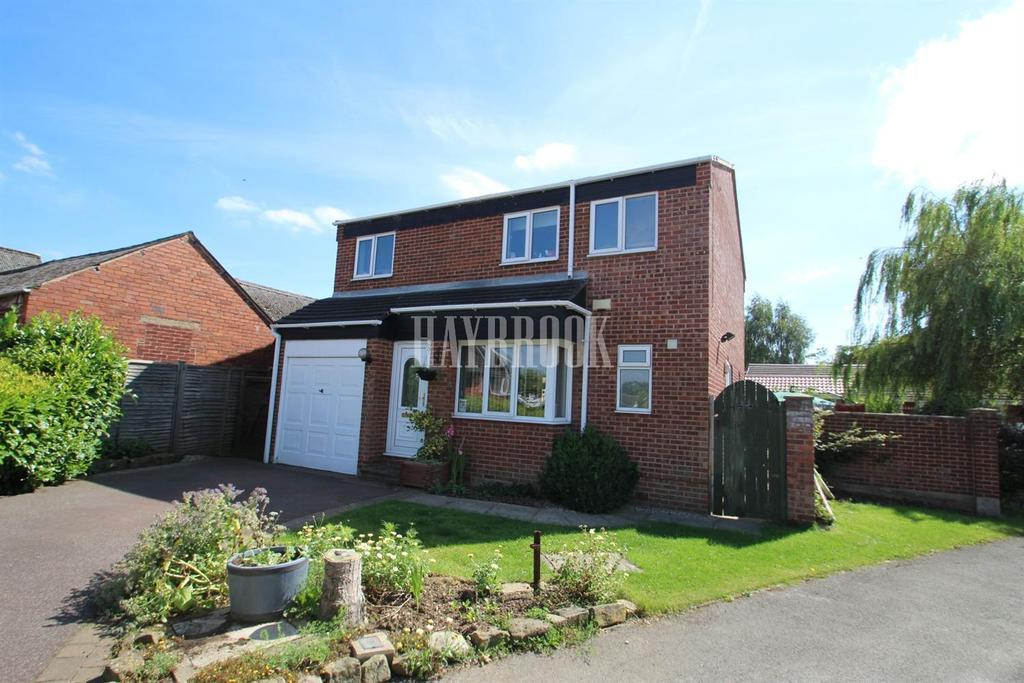 4 Bedrooms Detached House for sale in Applehaigh View, Royston