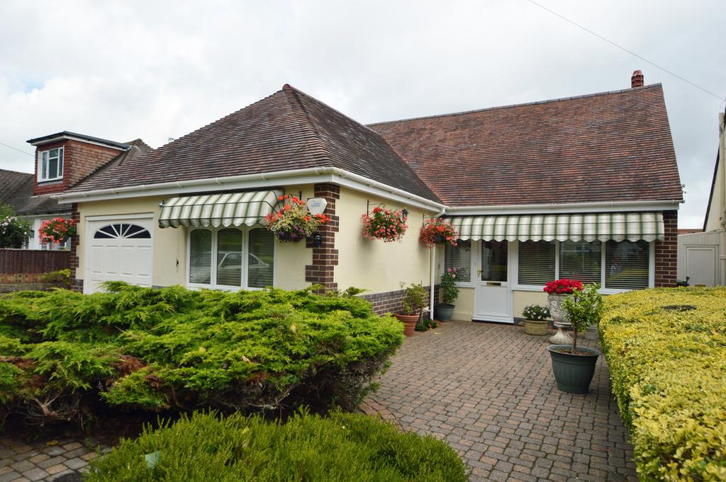 2 Bedrooms Bungalow for sale in Harewood Avenue, Bournemouth, BH7