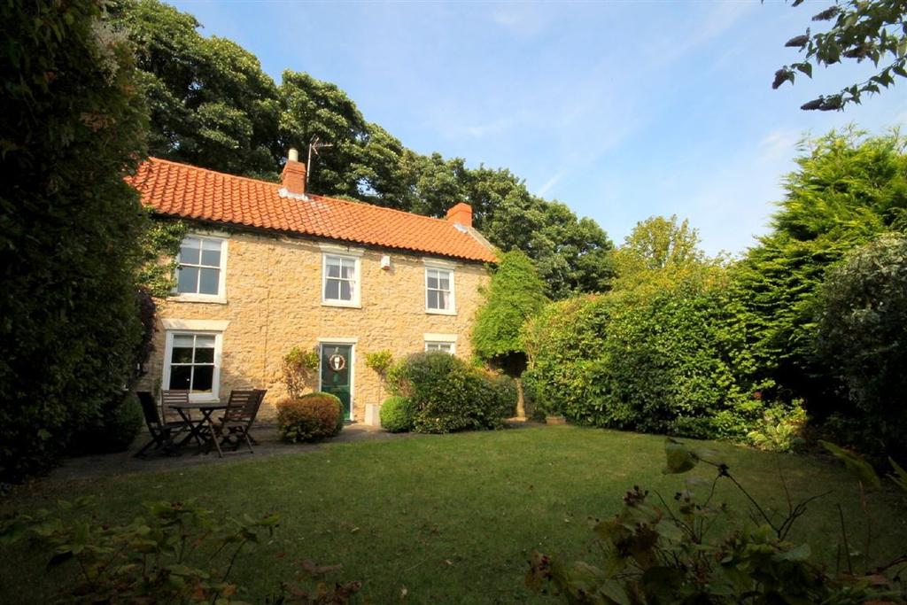 4 Bedrooms Semi Detached House for sale in East Green, Heighington Village, Newton Aycliffe, Durham
