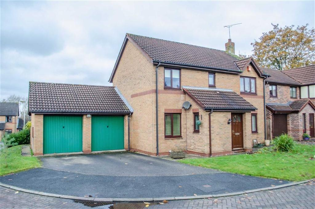 4 Bedrooms Detached House for sale in Gleggs Close, Great Boughton, Chester