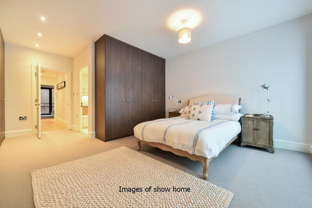 2 Bedrooms Flat for sale in Pirbright Road, Southfields, SW18