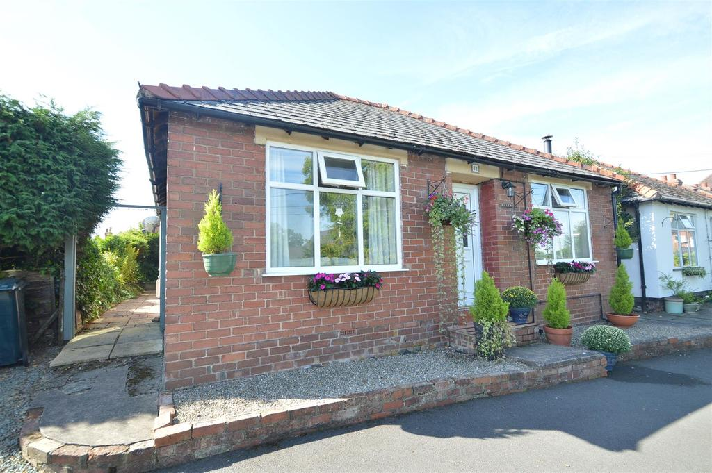 3 Bedrooms Detached Bungalow for sale in 11 Cross Roads, Bayston Hill, Shrewsbury SY3 0EN
