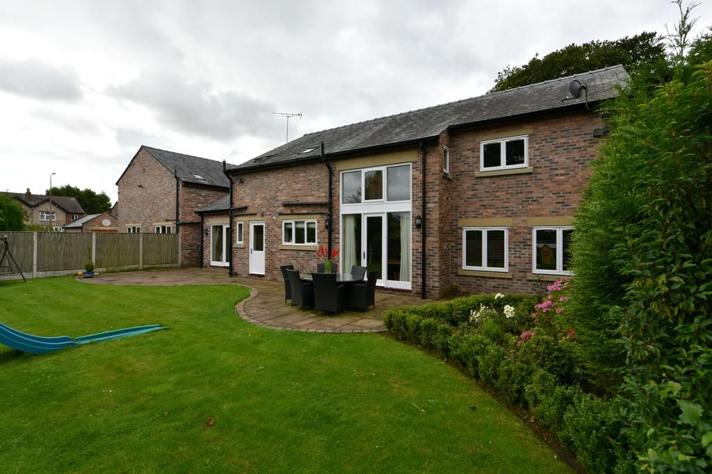 4 Bedrooms Detached House for sale in Cottage Lane, Ormskirk