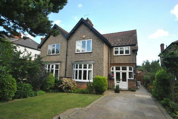 4 Bedrooms Semi Detached House for sale in Welholme Avenue, GRIMSBY
