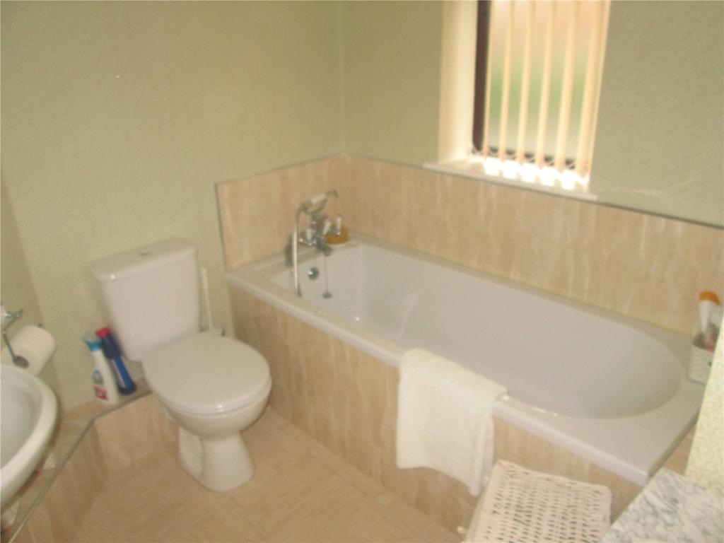 3 Bedrooms Semi Detached House for sale in Manton Crescent, Worksop, Nottinghamshire, S80