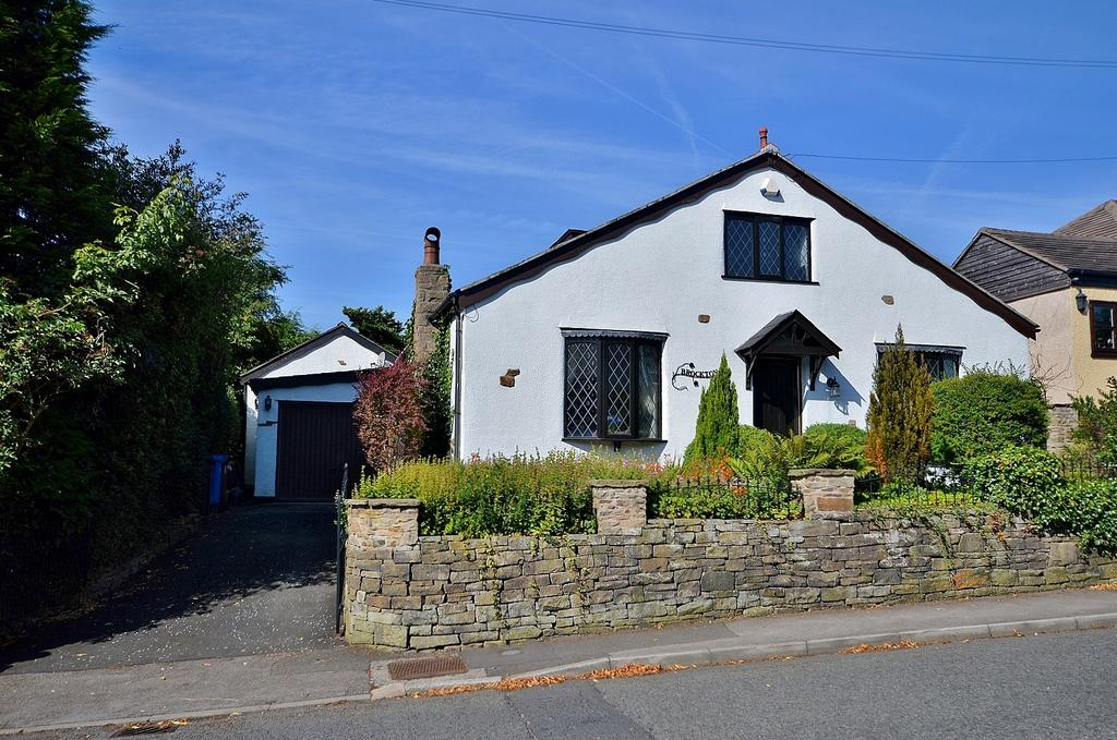 4 Bedrooms Detached House for sale in Greave, Romiley