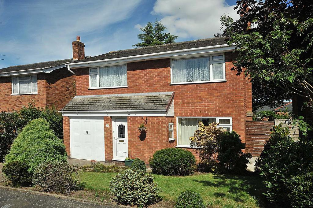 4 Bedrooms Detached House for sale in Wychwood Avenue, Lymm