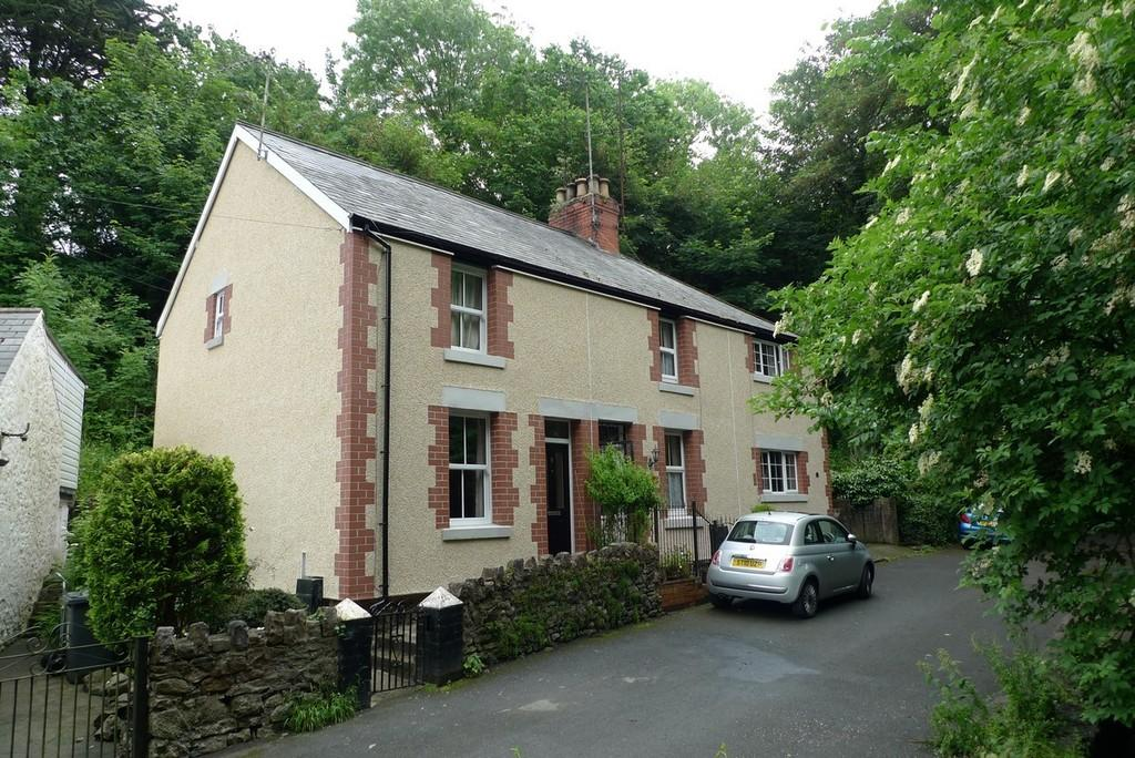 2 Bedrooms Terraced House for sale in The Dingle, Colwyn Bay