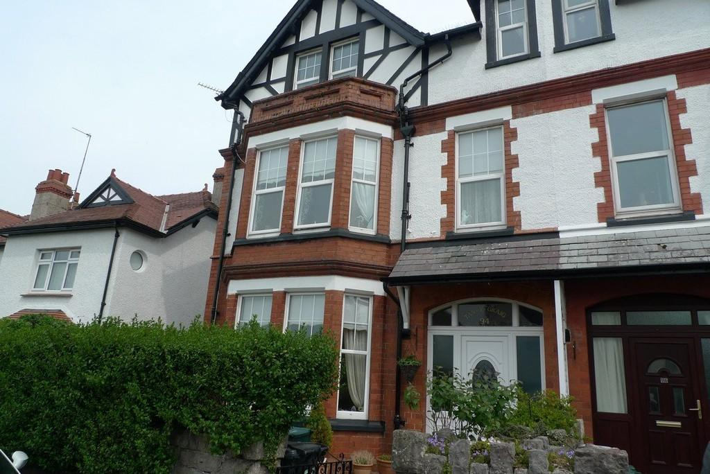 6 Bedrooms End Of Terrace House for sale in Conway Road, Llandudno