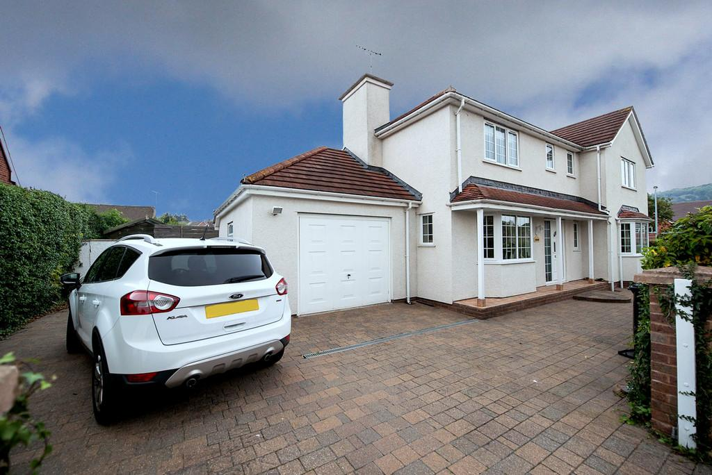 4 Bedrooms Detached House for sale in Dol Hudol, Llandudno Junction