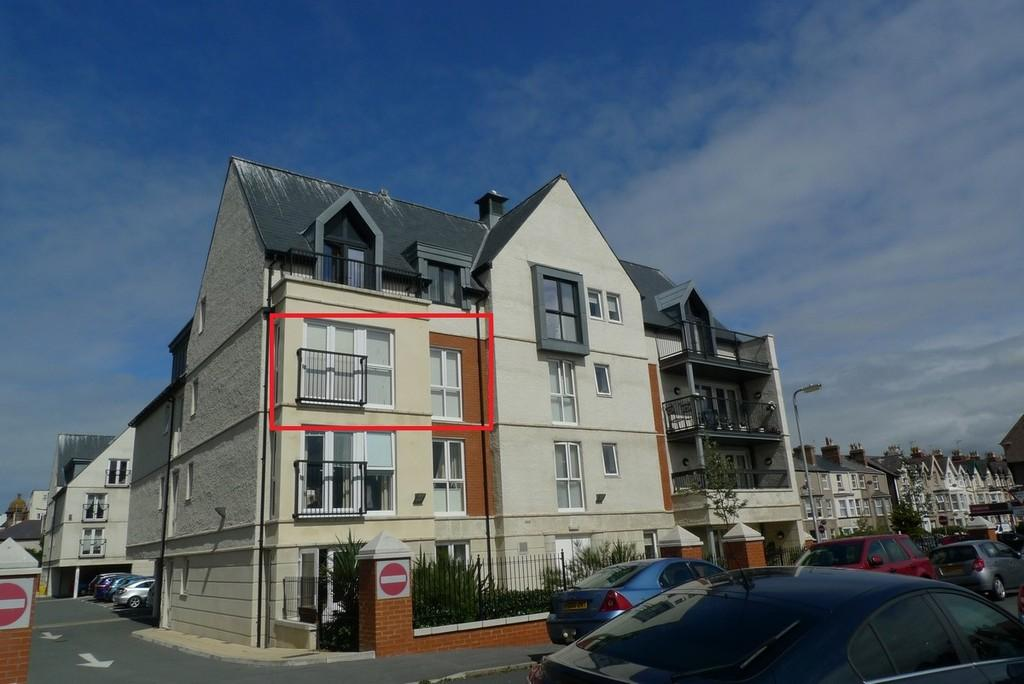 1 Bedroom Flat for sale in Cwrt Gloddaeth, Llandudno