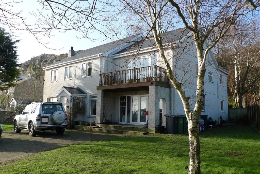 4 Bedrooms Detached House for sale in Pen Y Ffridd, Llandudno