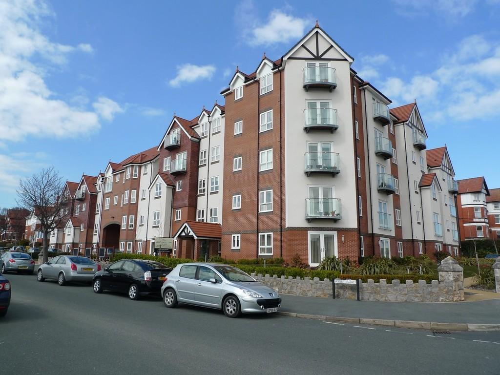 2 Bedrooms Apartment Flat for sale in Adlington House, Rhos On Sea
