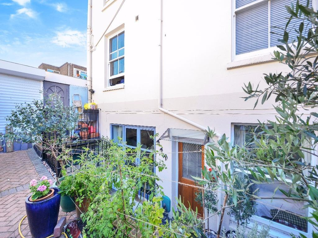 2 Bedrooms Flat for sale in Rugby Place Brighton East Sussex BN2
