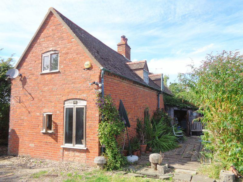 2 Bedrooms Detached House for sale in Buckle Street, near Stratford on Avon