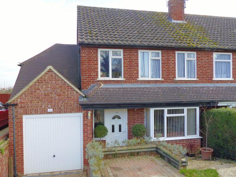4 Bedrooms Semi Detached House for sale in MARLOW