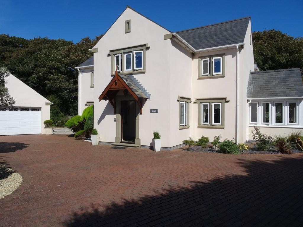 4 Bedrooms Detached House for sale in SOUTH ROAD, PORTHCAWL, CF36 3DA