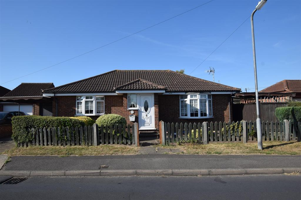 2 Bedrooms Detached Bungalow for sale in Wittem Road, Canvey Island