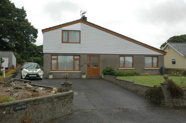 4 Bedrooms Detached House for sale in Llechryd, Llechryd, Ceredigion