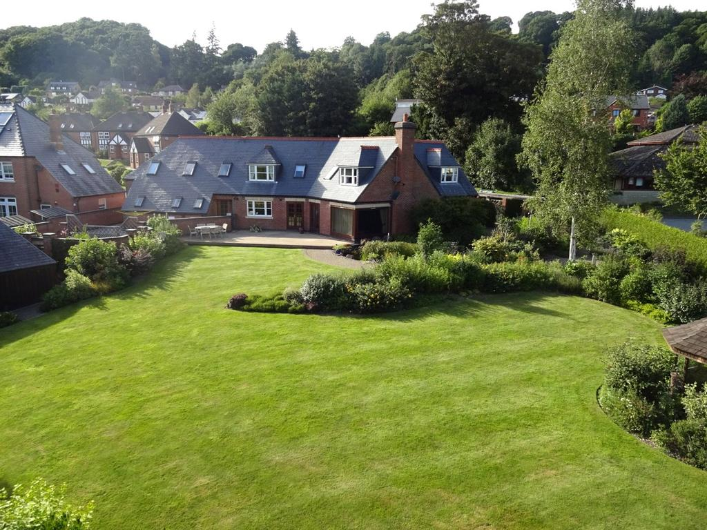 5 Bedrooms Detached House for sale in Dolerw Park Drive, Newtown, Powys