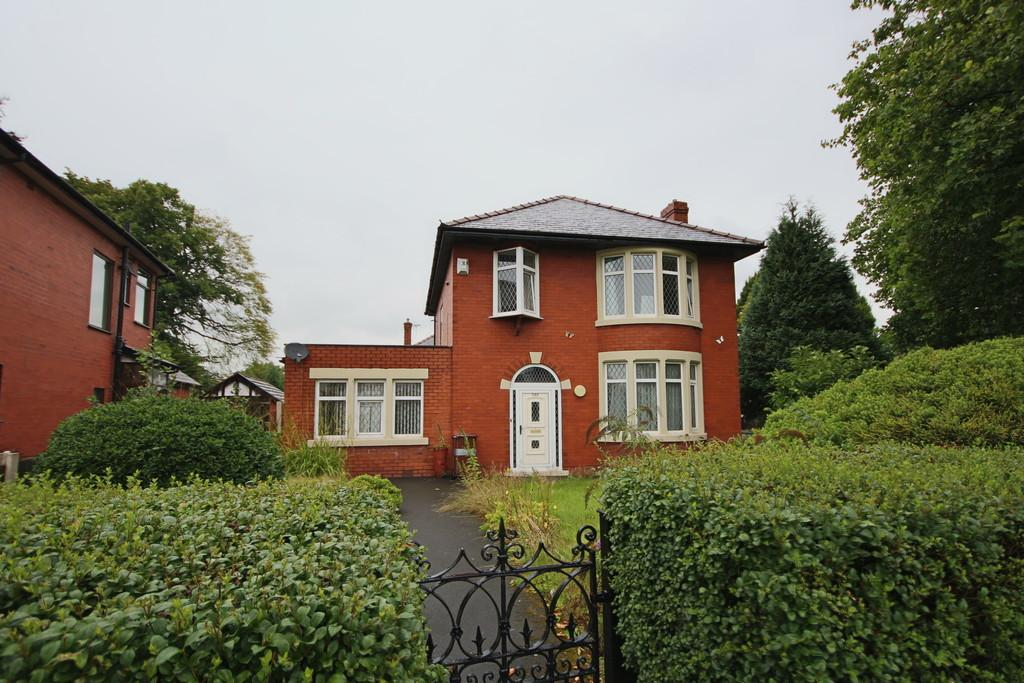 5 Bedrooms Detached House for sale in Blackpool Road, Ashton-On-Ribble