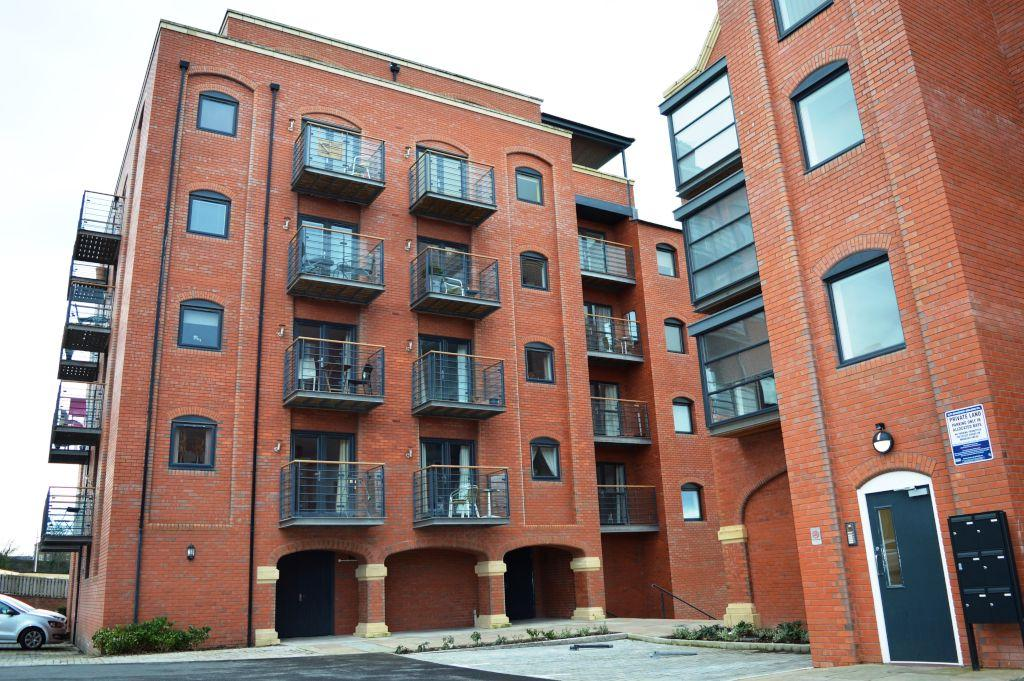 2 Bedrooms Apartment Flat for sale in Wharf View, Chester,