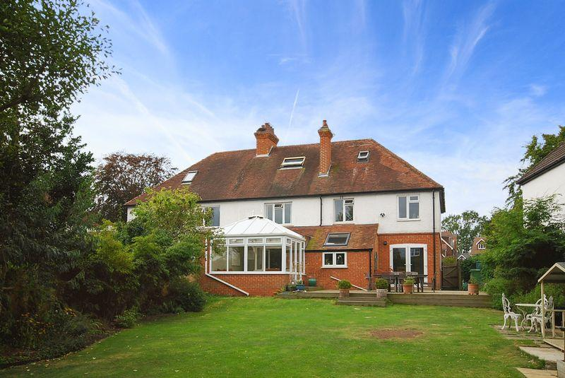 4 Bedrooms Detached House for sale in Saltwood