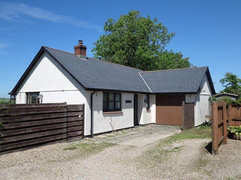 3 Bedrooms Detached Bungalow for sale in Fore Street, Langtree