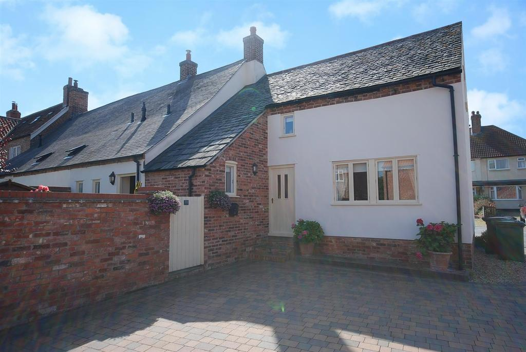 3 Bedrooms Cottage House for sale in Melton Road, Long Clawson, Melton Mowbray