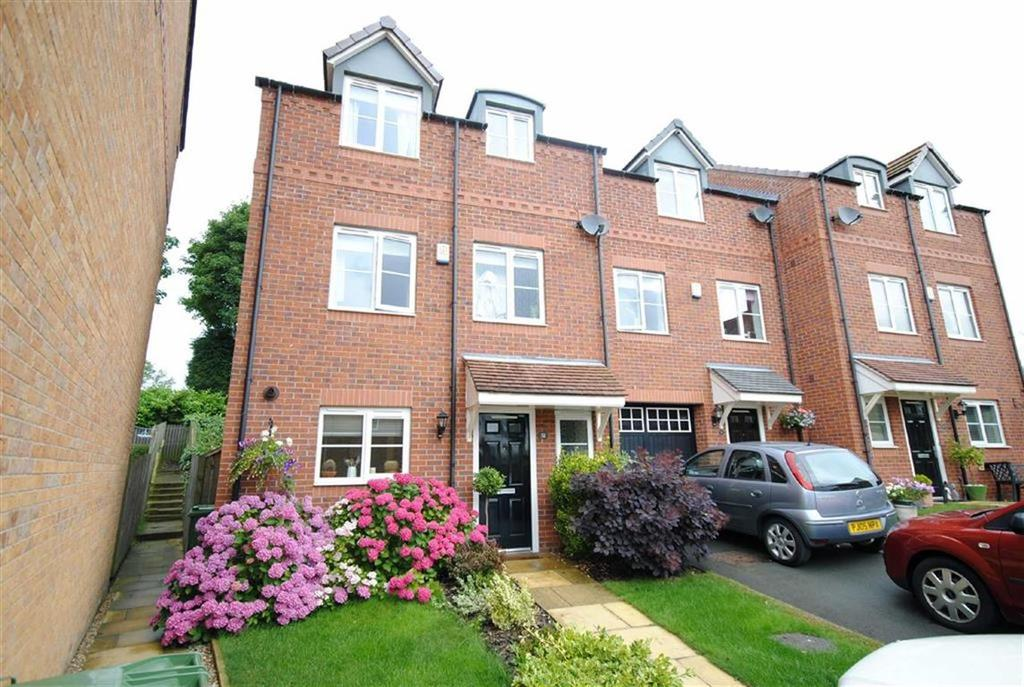 4 Bedrooms Town House for sale in Clifford Way, Kippax, Leeds, LS25