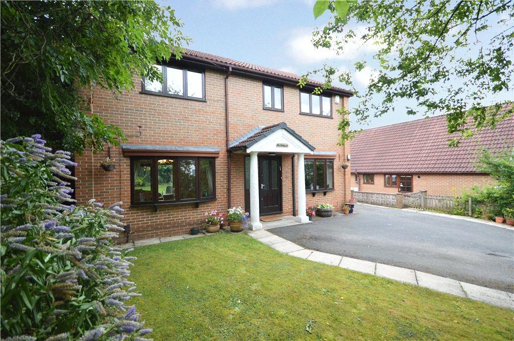 4 Bedrooms Detached House for sale in Grove Rise, Alwoodley, Leeds