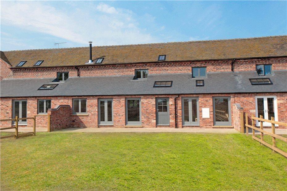 4 Bedrooms Barn Conversion Character Property for sale in Walnut Tree Farm, Walnut Tree Lane, Bradwall, Cheshire, CW11