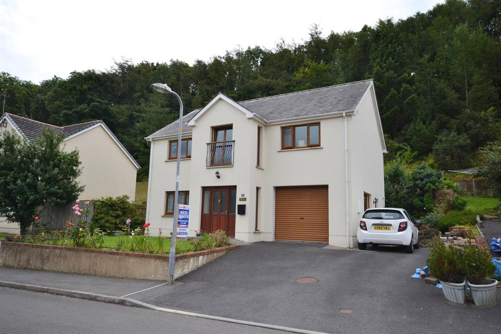 3 Bedrooms Detached House for sale in St. Patricks Hill, Llanreath, Pembroke Dock