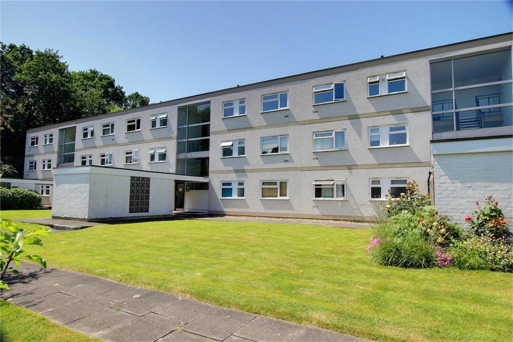 2 Bedrooms Flat for sale in The Willows, Hornbeam Road, Buckhurst Hill, Essex