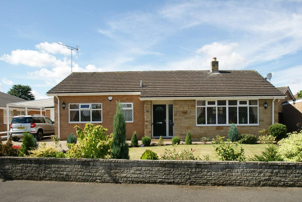3 Bedrooms Detached Bungalow for sale in Lindrick Close, Tickhill