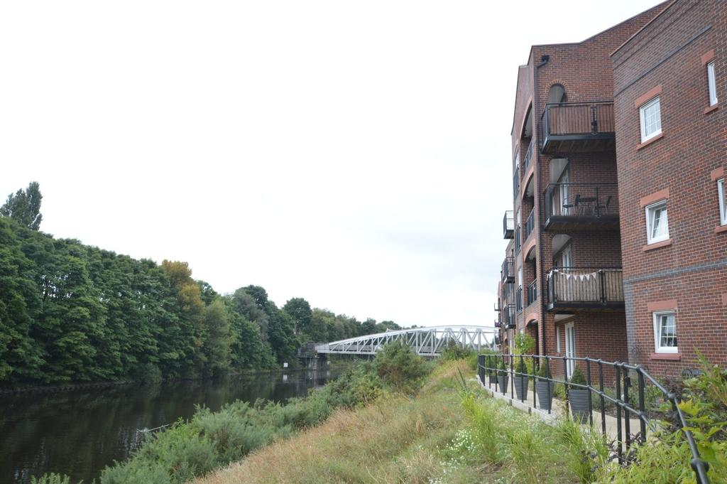 2 Bedrooms Apartment Flat for sale in Grayling Mews, Walton Locks