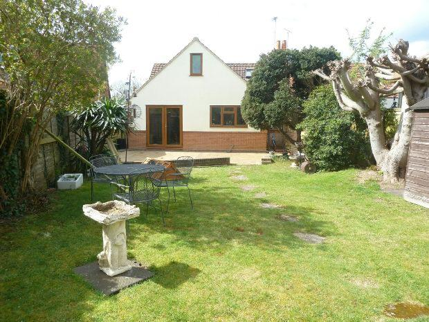 3 Bedrooms Semi Detached House for sale in Colemansmoor Road, Woodley, Reading,