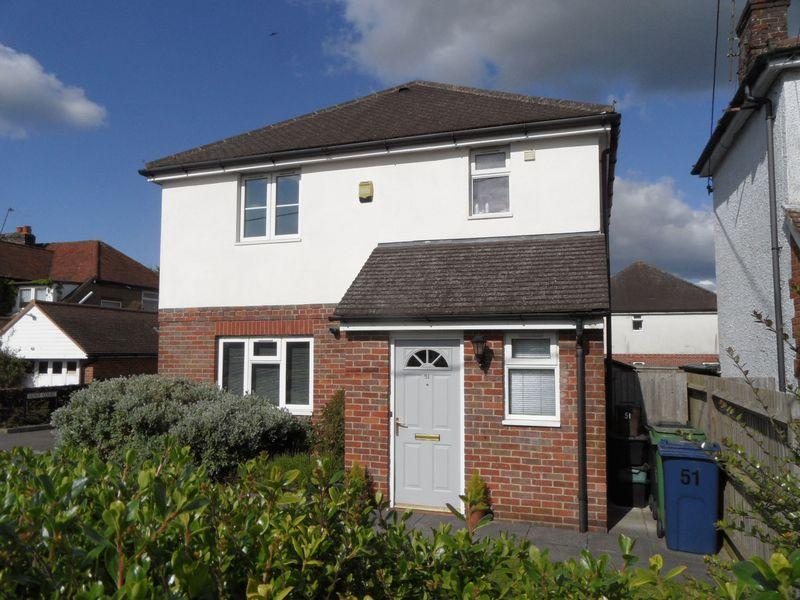 3 Bedrooms Detached House for sale in STOKENCHURCH - three bedroom detached house