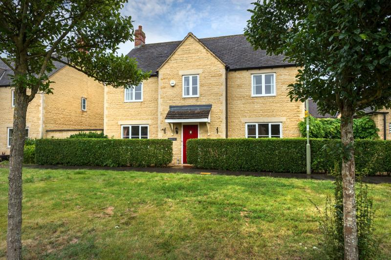 4 Bedrooms Detached House for sale in Cherry Tree Way, Witney, Oxfordshire
