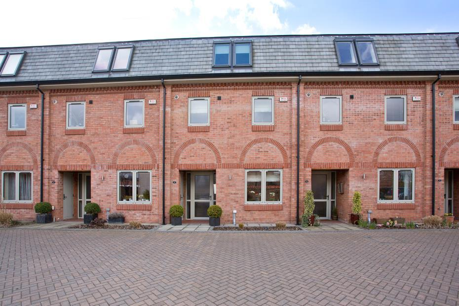 4 Bedrooms Terraced House for sale in Orchard Court, York, YO31