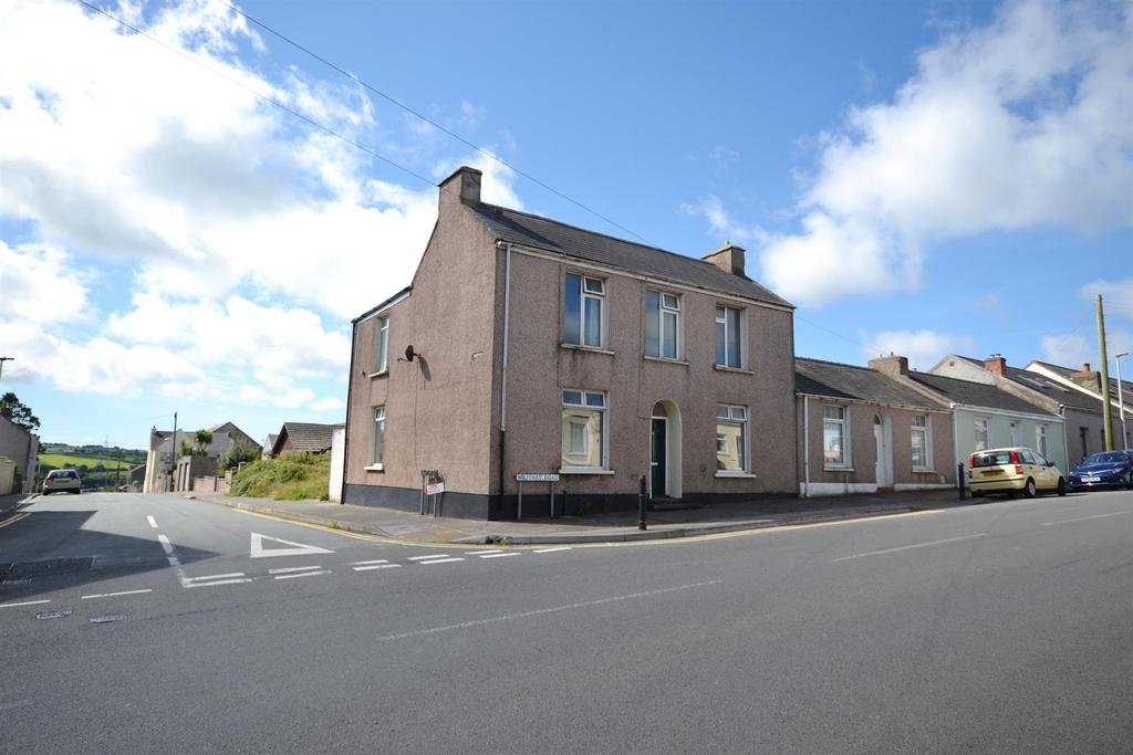 3 Bedrooms Apartment Flat for sale in Military Road, Pennar, Pembroke Dock
