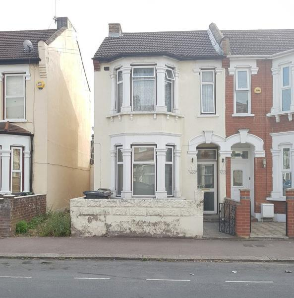 3 Bedrooms House for sale in St. Awdrys Road