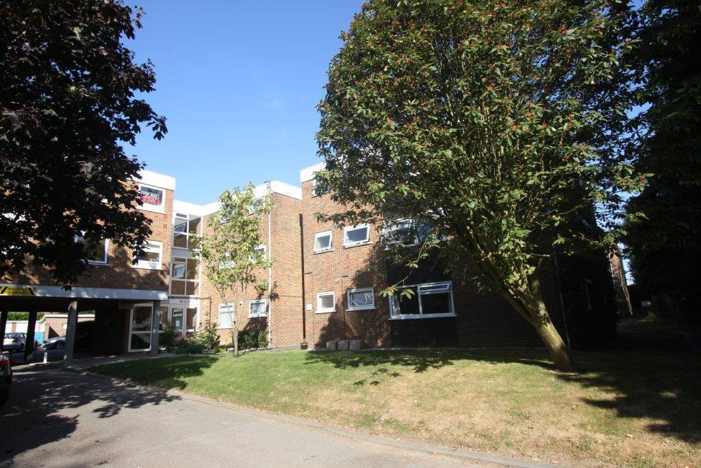 2 Bedrooms Apartment Flat for sale in Ardleigh Court, Shorter Avenue, Shenfield