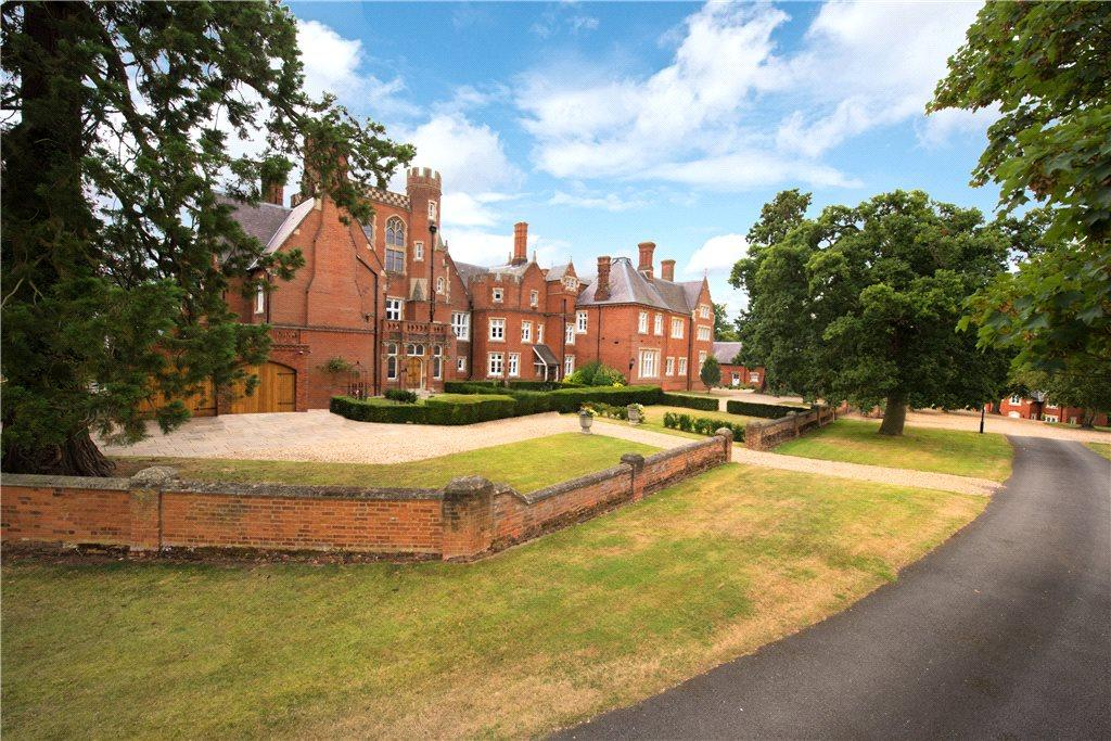 2 Bedrooms Unique Property for sale in Frogmore Hall, Frogmore Park, Watton-At-Stone, Hertfordshire