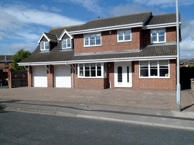 5 Bedrooms Detached House for sale in BRIGANDINE CLOSE, SEATON CAREW, HARTLEPOOL