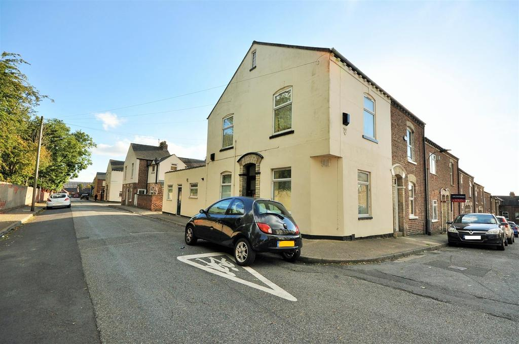 2 Bedrooms Maisonette Flat for sale in Ovington Terrace, South Bank, York