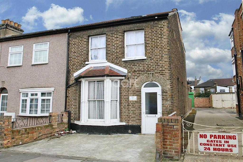3 Bedrooms End Of Terrace House for sale in St Marys Road, Ilford, Essex