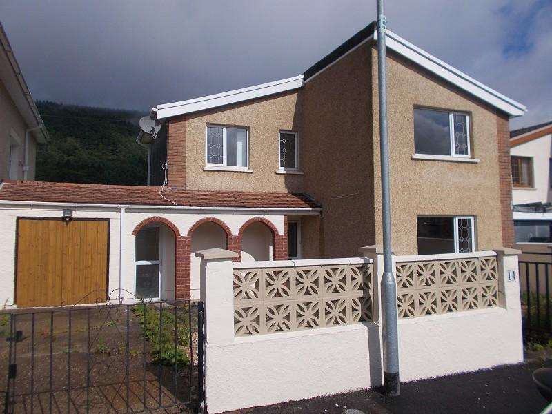 3 Bedrooms Detached House for sale in Heol Tonmaen Resolven, Neath, Neath Port Talbot.