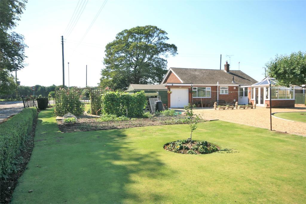 2 Bedrooms Detached Bungalow for sale in Spalding Road, Gosberton, PE11