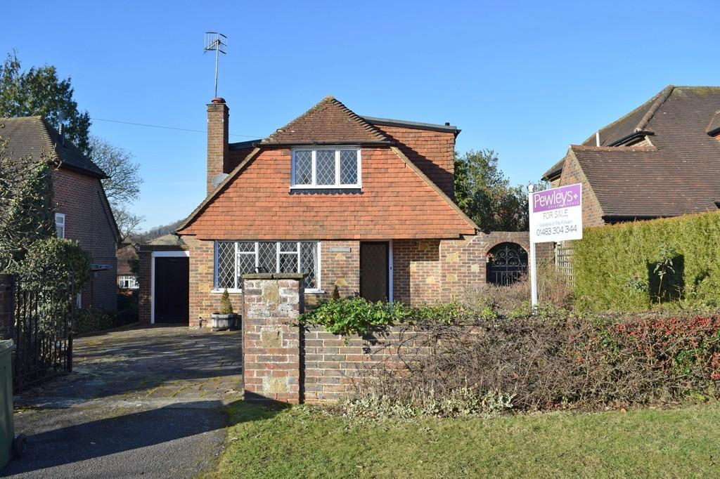 3 Bedrooms Detached House for sale in Roseacre Gardens, Chilworth, Guildford GU4 8RQ